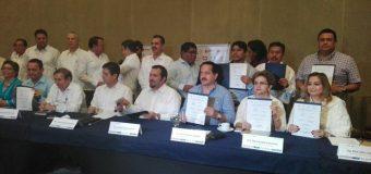 El rector Renato Bautista Ventura asiste a firma de convenio con el CICY